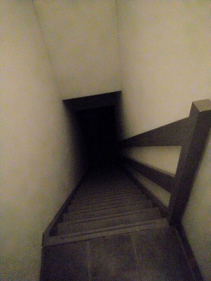 """25. """"Лестница, которую мне нужно преодолеть, чтобы выйти с работы"""""""