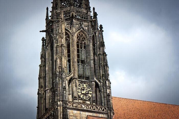 28. На соборе святого Ламберта в Мюнстере, Германия, все еще висят три клетки, в которых в 1536 году хранились расчлененные останки местных религиозных лидеров-еретиков