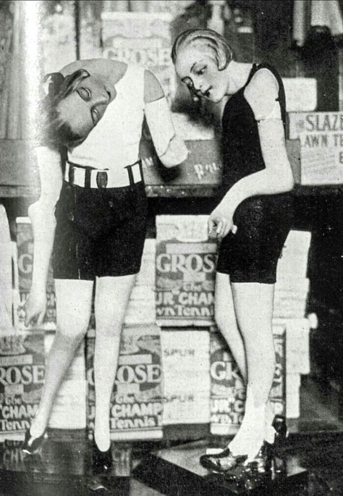 33. Два восковых манекена плавятся во время жары в Лондоне, 1929 год