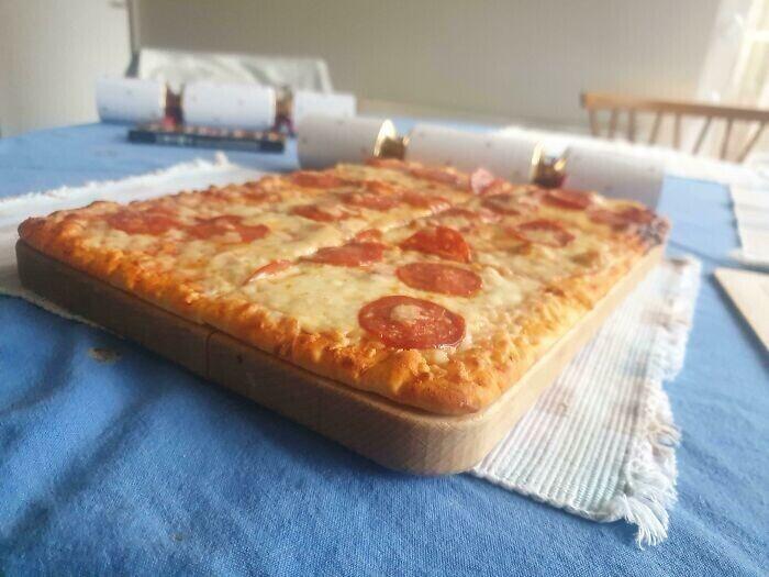 Эта пицца и разделочная доска были созданы друг для друга