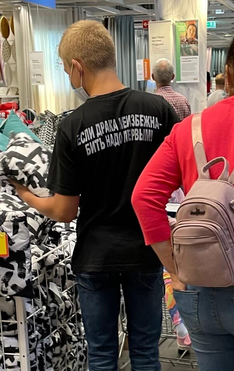8. Суровая надпись на футболке - 50% успеха