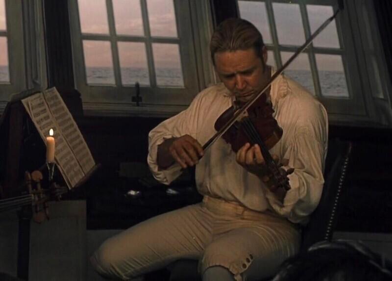 """Готовясь к роли в фильме """"Хозяин морей: На краю земли"""" (2003), Рассел Кроу 3 месяца учился игре на скрипке. Он назвал это самым сложным, что он когда-либо делал для фильма"""