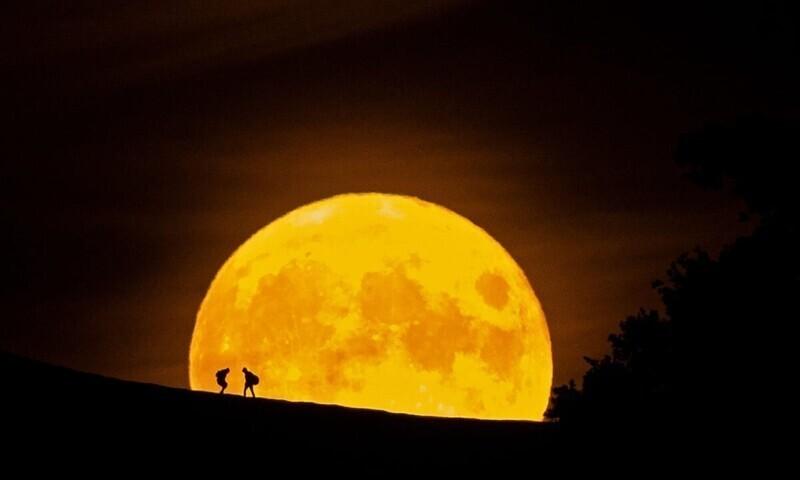 Луна - пятый по величине естественный спутник в Солнечной системе