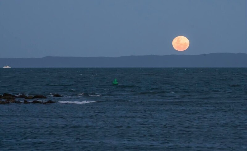 Луна влияет на воду на Земле