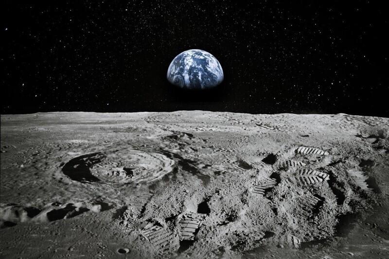 Луна отдаляется от Земли
