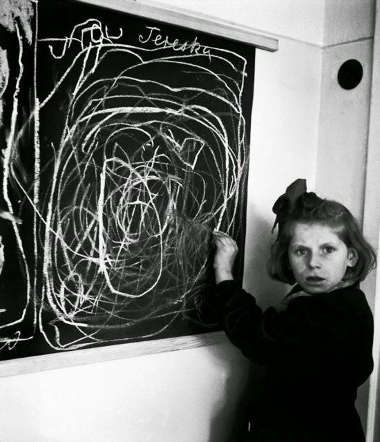 4. Девочка, выросшая в концлагере, рисует «дом»