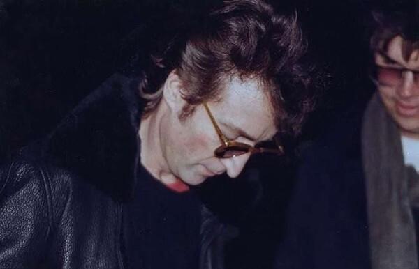 9. Автограф Джона Леннона