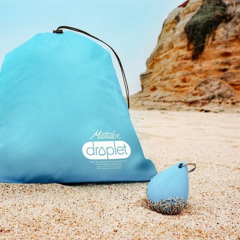 """Эта компактная сумка """"капля"""" для влажных предметов защищает другие вещи в вашем рюкзаке от влаги"""