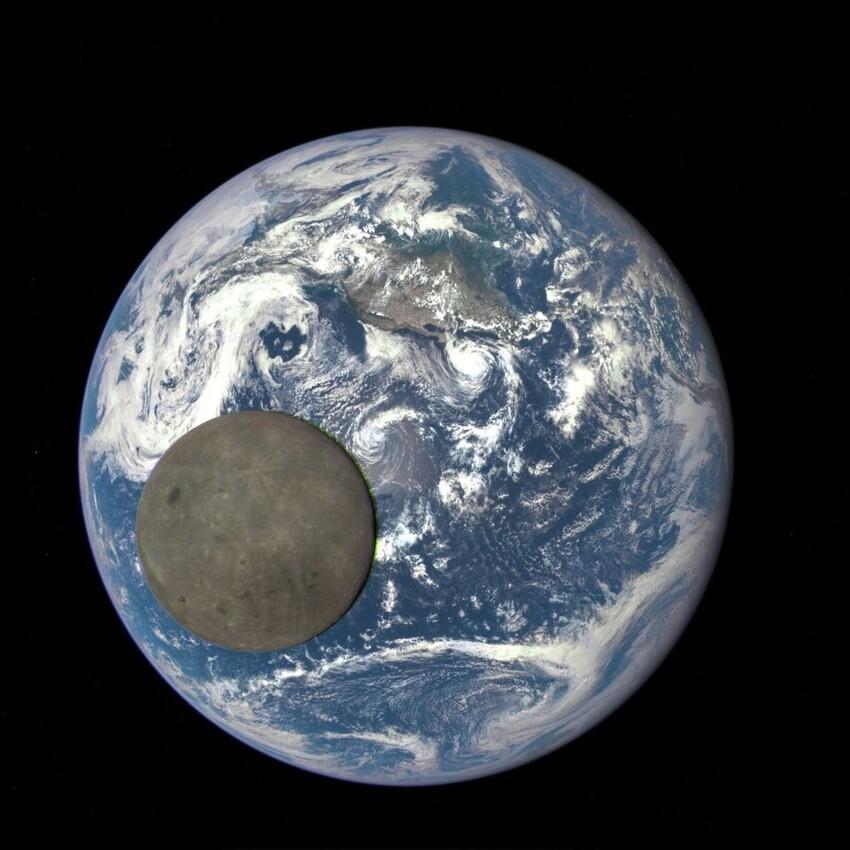 Земля и обратная сторона Луны