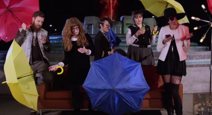 Вот как выглядела бы современная версия сериала «Друзья». Никого не напоминает?