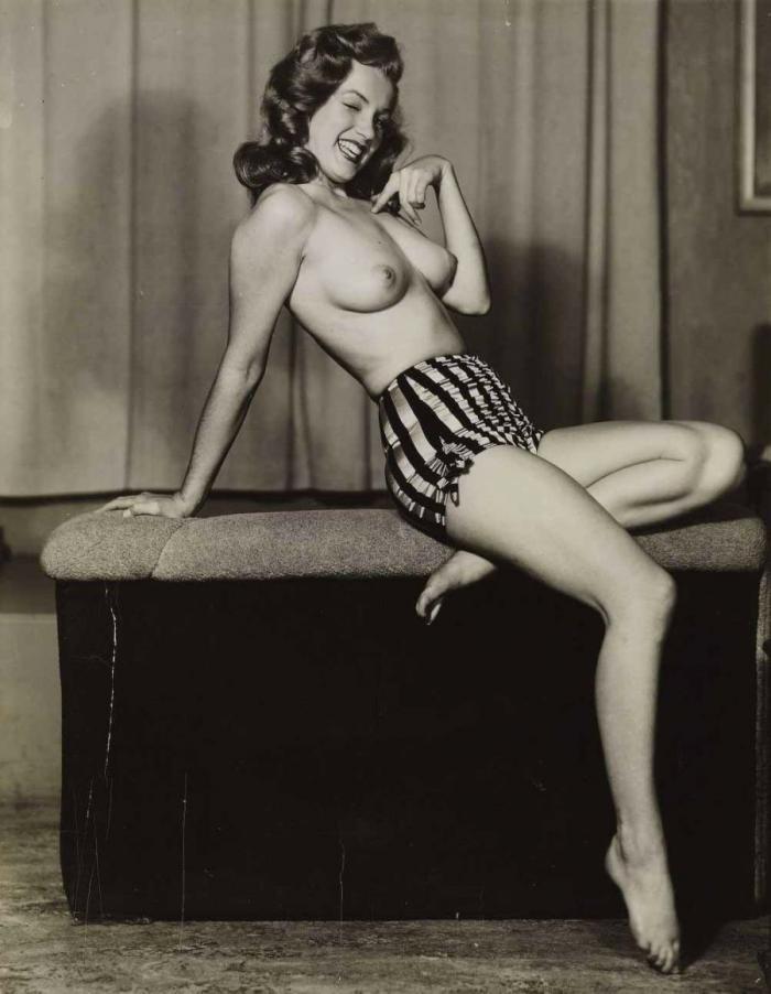 Для тех, кто любит погорячее. Откровенные фотографии Мерилин Монро.
