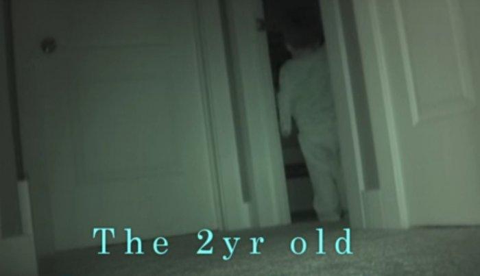 Родители решили проследить за своим малышом ночью. То, что они увидели, впечатляет!