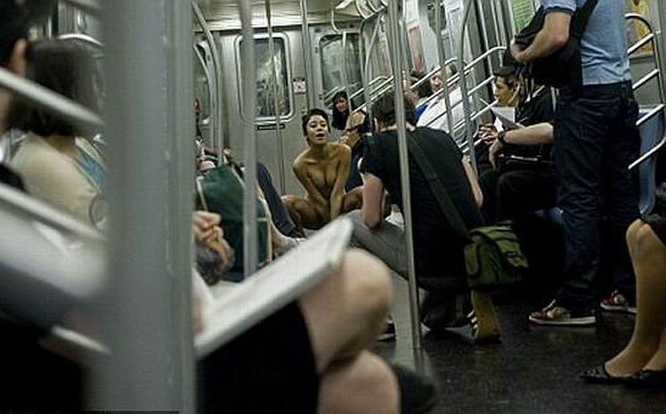в рассказы метро секс переполненном