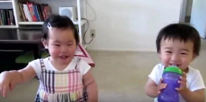 Маленькие хохотунчики. Это видео зарядит тебя позитивом на весь день!