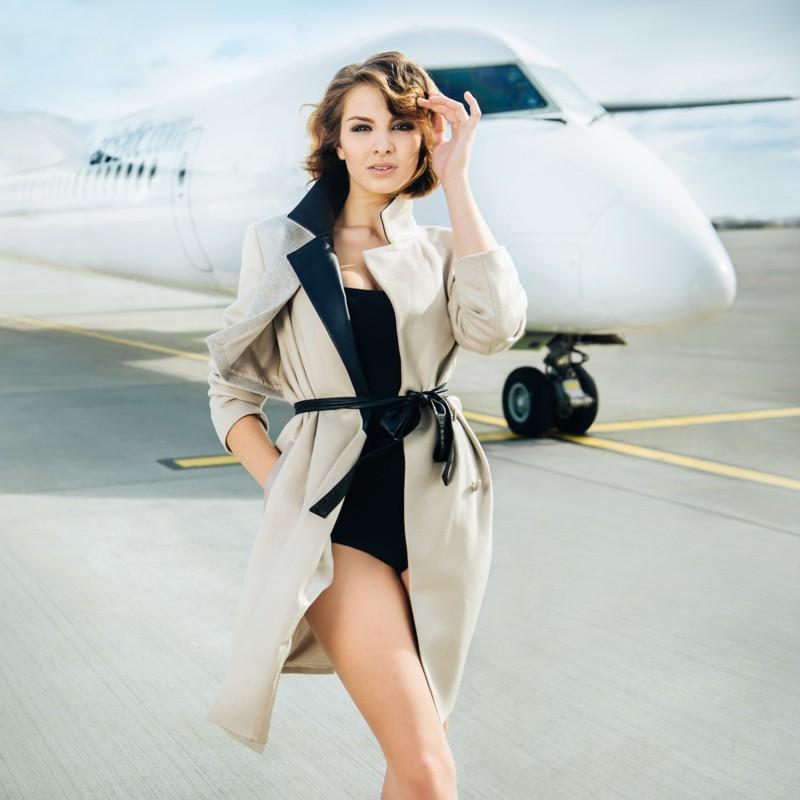 Латвийские стюардессы снялись для календаря авиакомпании
