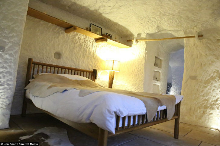 Мужчина построил дом своей мечты в пещере, которой 250 миллионов лет!