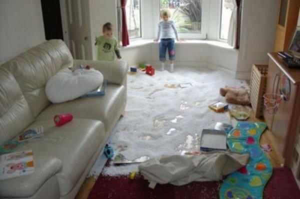 Дети - это весело, но чем тише они сидят, тем страшнее заходить в комнату!