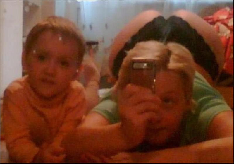 Голые мамы стесняются фото
