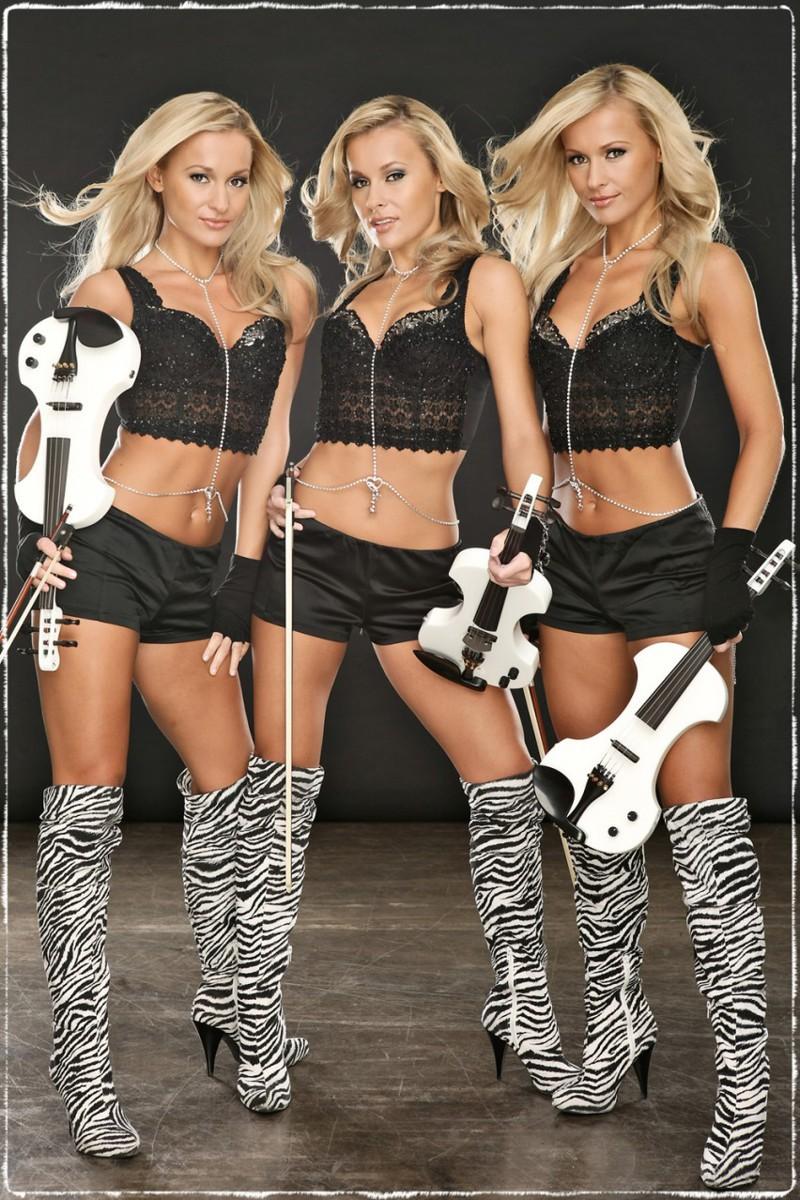 Двойняшки сексуальные модели видио фото 343-830