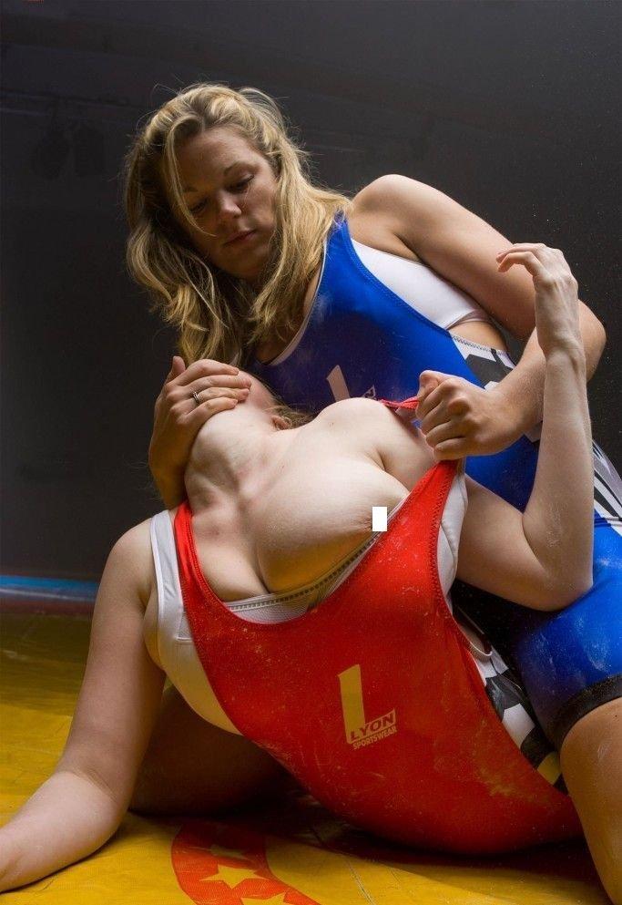 голая борьба женская фото