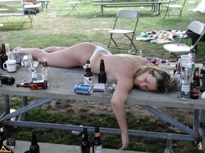 приколы с голыми пьяными девушками