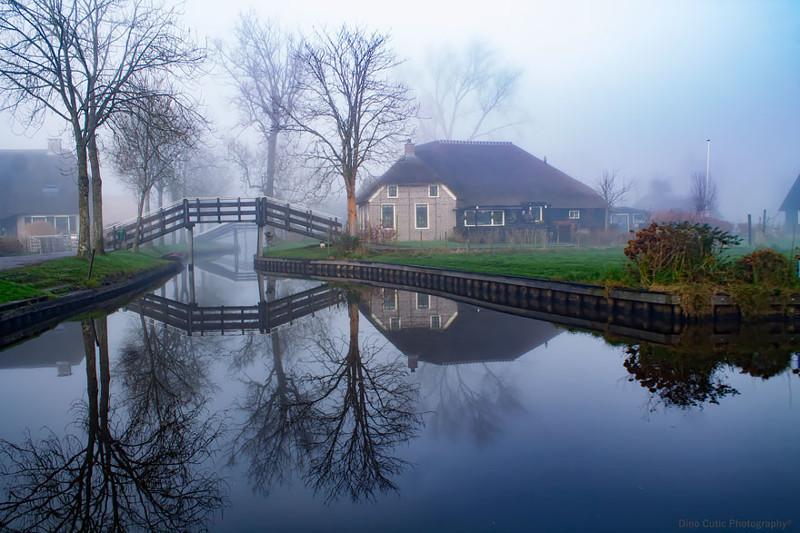 Голландская деревня, где вместо дорог каналы, словно сошла со страниц волшебной сказки