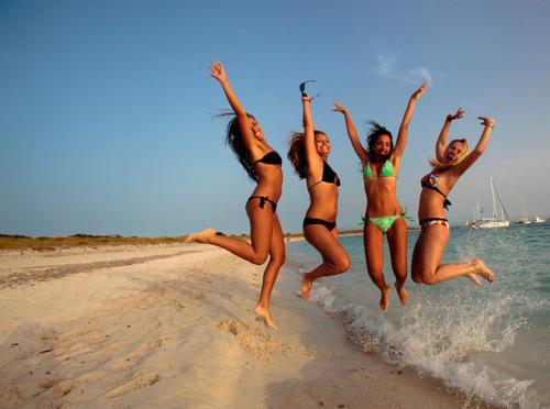 Скоро пляжный сезон и эти сногсшибательные девушки напомнят вам о том, что это самое лучшее время года! 18+