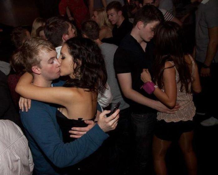 сидел изменила своему парню в клубе онлайн страстной ночи