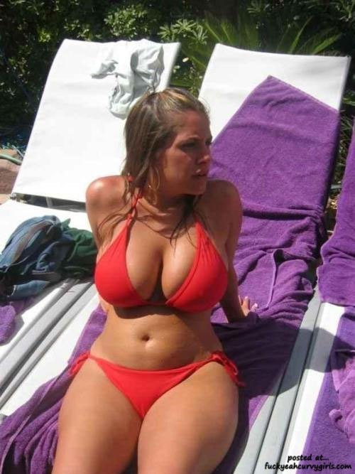 big-natural-boobs-curvy-girl-bikini