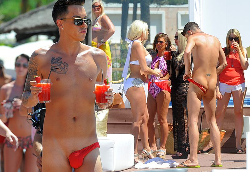 ladies-and-gentlemen-meet-the-worst-guest-at-the-pool-party