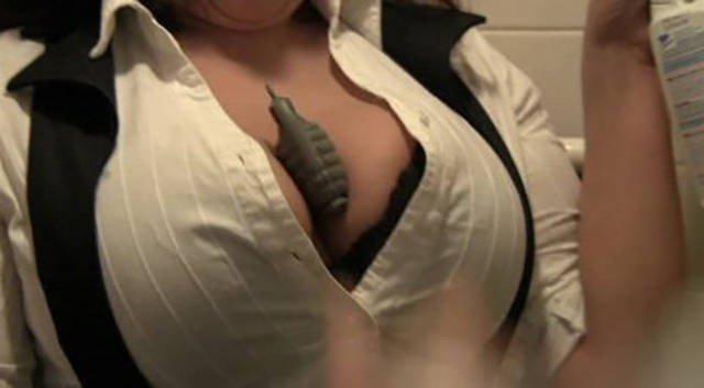 Уникальное применение женской груди в быту!