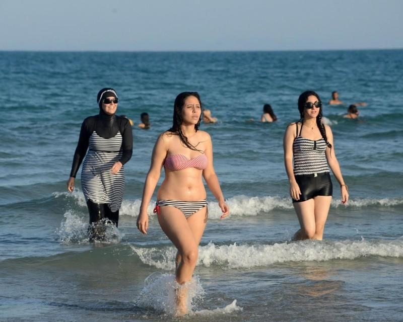 Женщины арабки на пляже нравится что