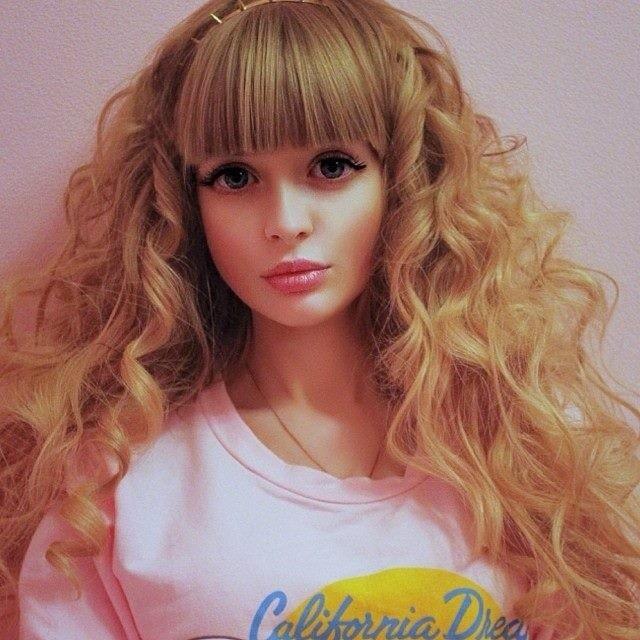 Россиянка Анжелика Кенова, которой родители навязали образ куклы Барби