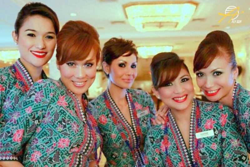 Прекрасные и очень красивые стюардессы, стюарды и пилоты