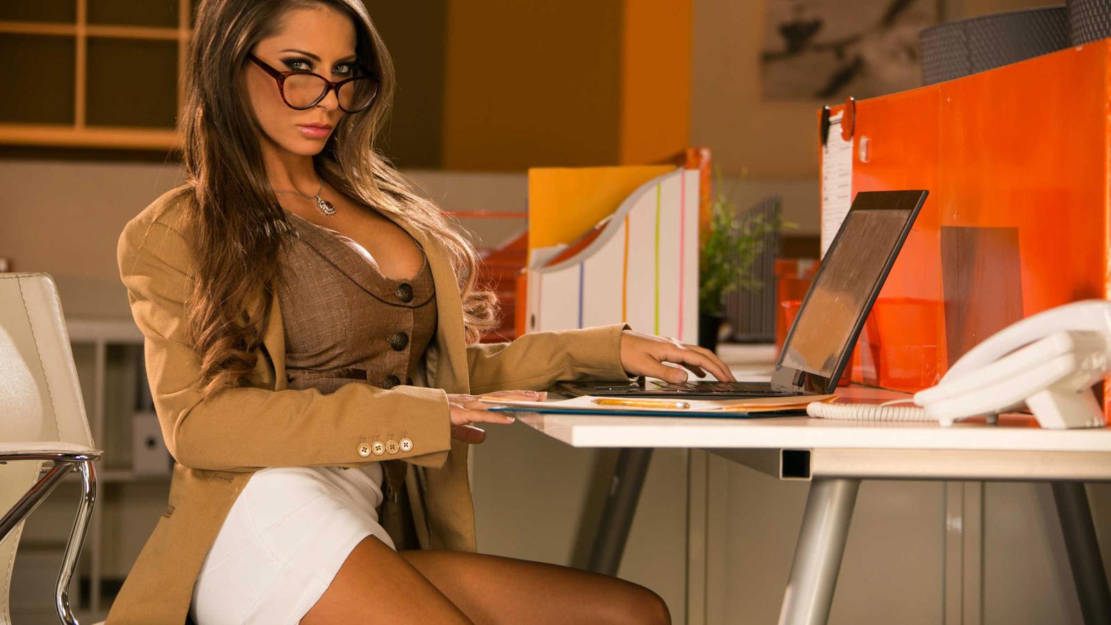 Секретарша с интим услугами