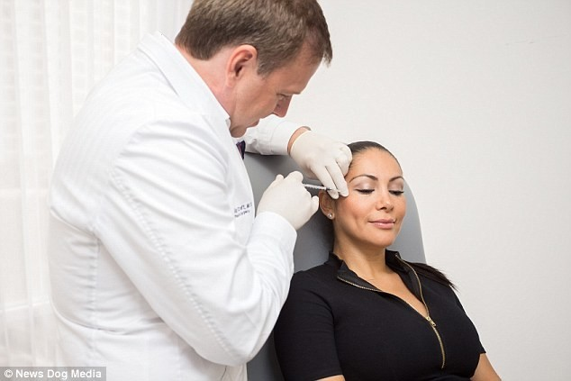 Пластический хирург превратил свою жену в ходячую рекламу клиники