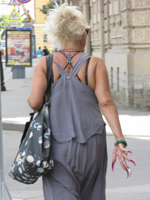 Модные питерские интеллигенты красуются перед публикой
