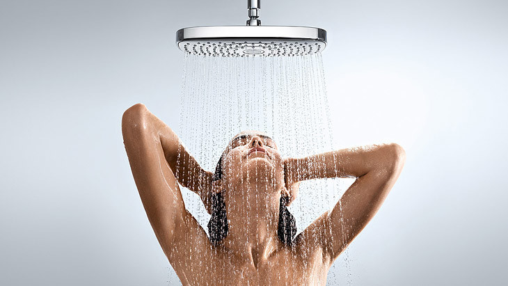 О чем думают женщины, принимая душ?