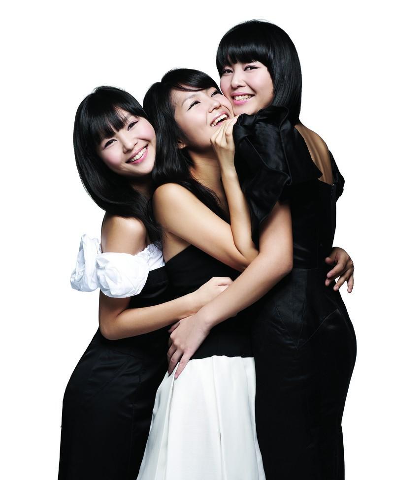Тройняшки сёстры занимаются сексом