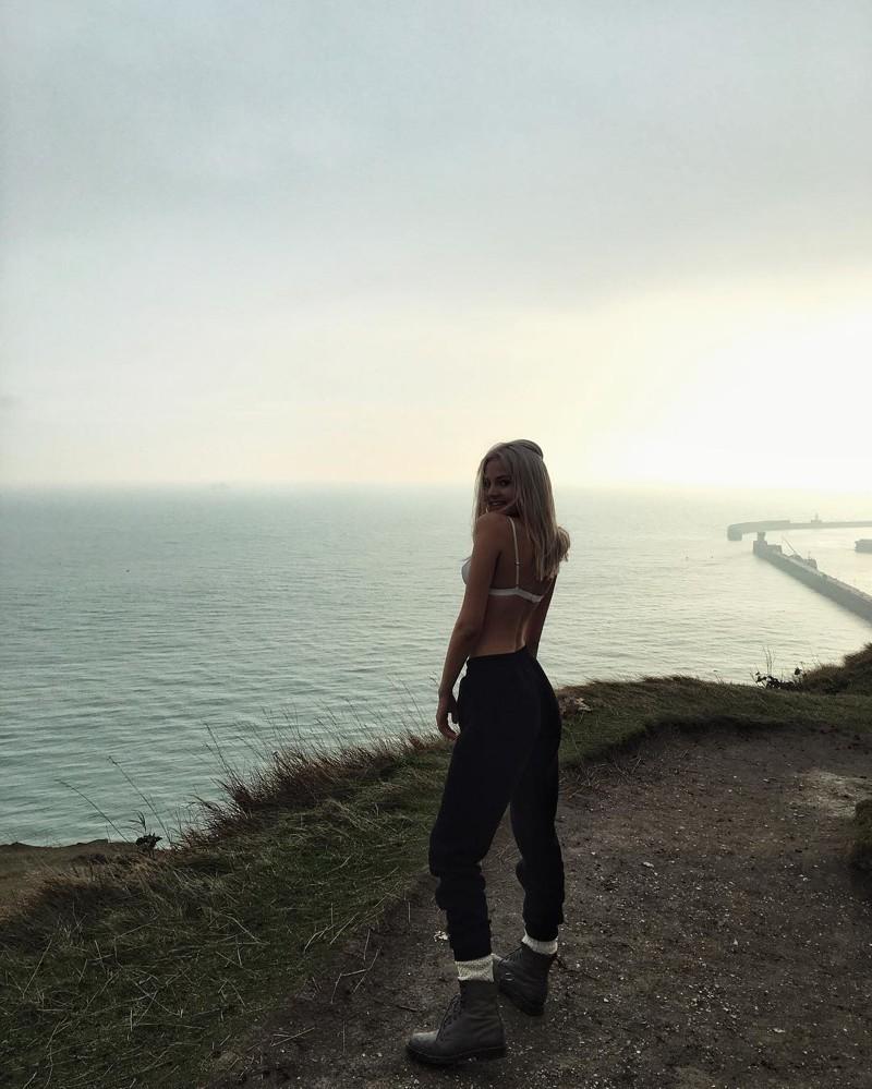 Дочь Евгения Кафельникова снялась топлес для британского глянца