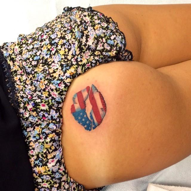 Стыдно, когда видно: неудачные татуировки на женских ягодицах