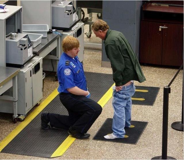 Ужасно неудобный предполетный досмотр в аэропортах