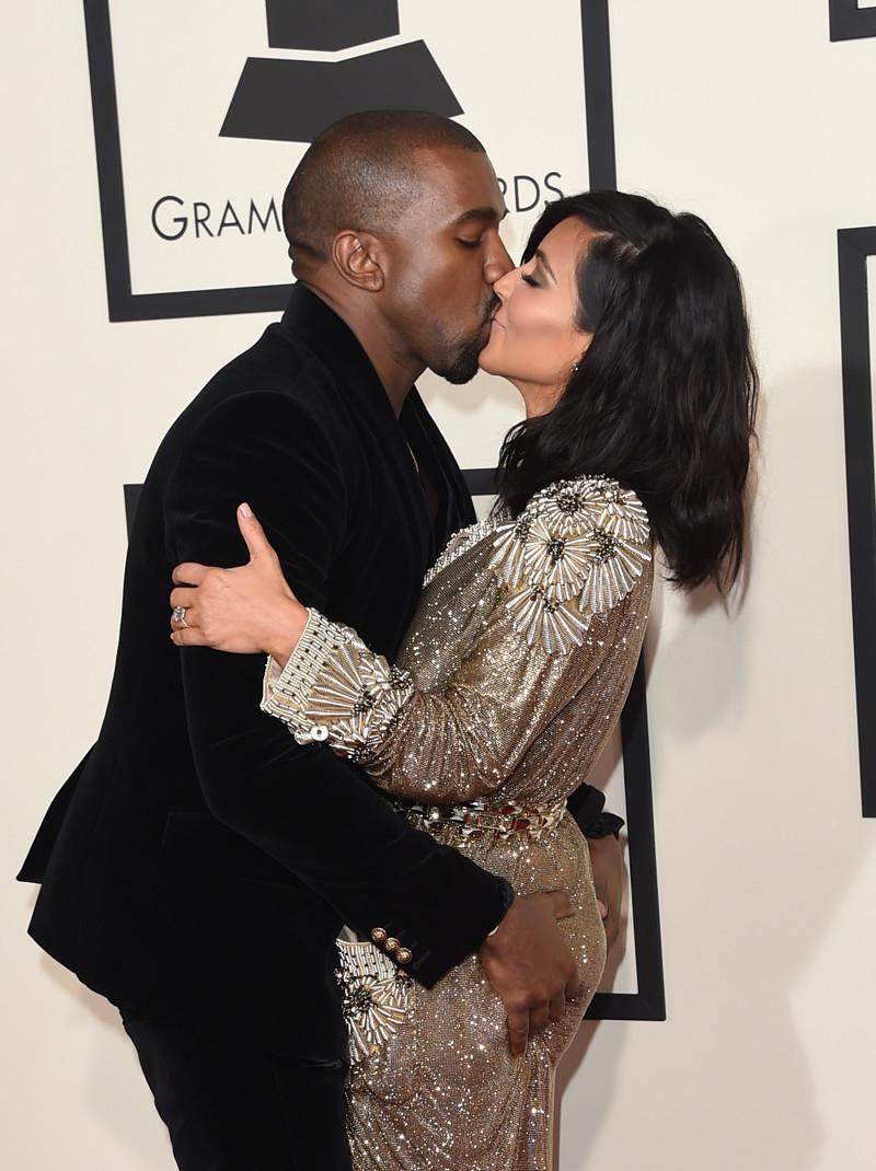 Как ведут себя влюбленные знаменитости, когда думают, что их никто не видит