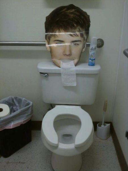 Странные вещи происходят в туалетах