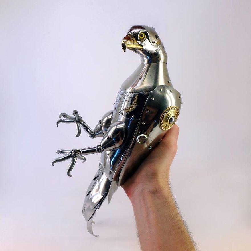 Кузнец из Красноярска создает стимпанк-зверей из запчастей авто, часов и электроники