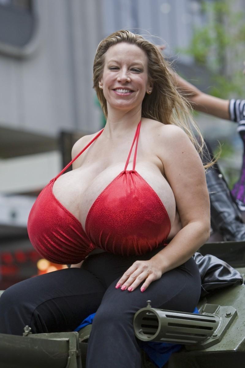 Самые огромные груди