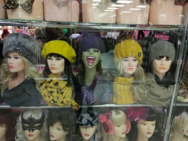 Похоже все манекены живут собственной жизнью
