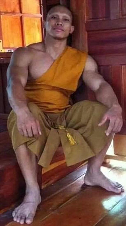 Фотографии подкачанного монаха поразили жителей Таиланда