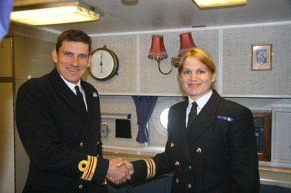 Первую женщину-капитана британского ВМФ списали на берег за роман с женатым офицером