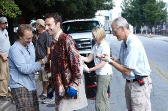 """За кадром сериала """"Ходячие мертвецы"""" актеры проводят свое время еще интереснее"""